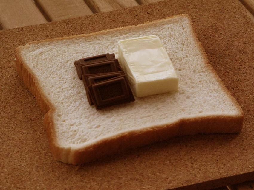 2:とろける塩分の代表格チーズに合わせるのは、やはりとろける甘味代表のチョコ。味の想像はいかが?