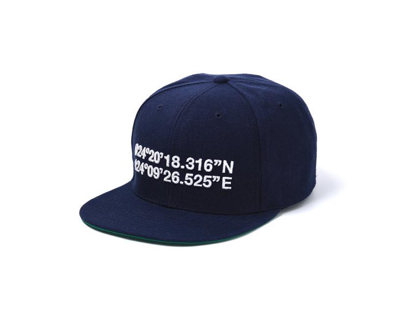 ショップの座標が刺繍されたSOUVENIR CAP(スーベニア・キャップ)