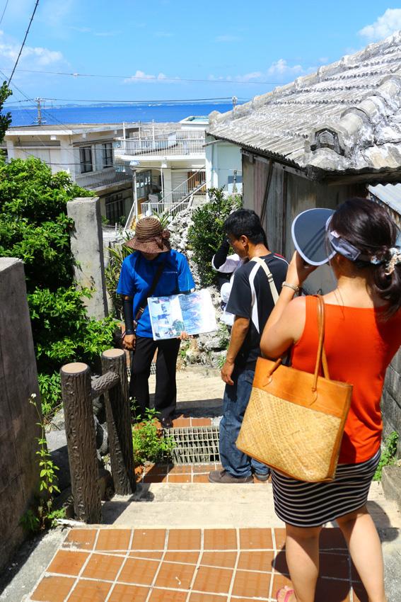 宮古島ひとときさんぽツアー「や〜がまく〜がま 迷路道」画像提供:プラネット・フォー