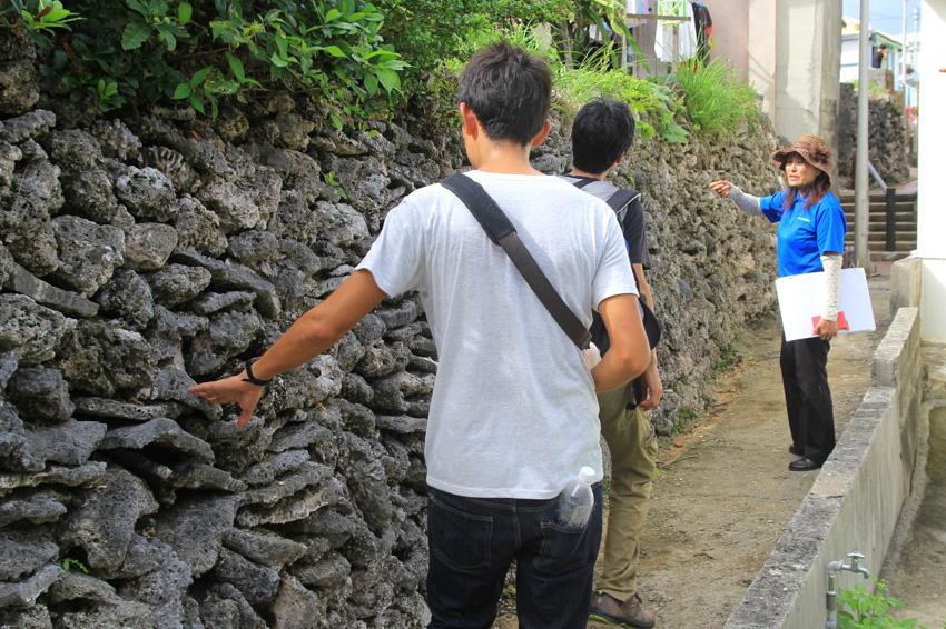 宮古島ひとときさんぽツアー「や〜がまく〜がま さんご道」画像提供:プラネット・フォー