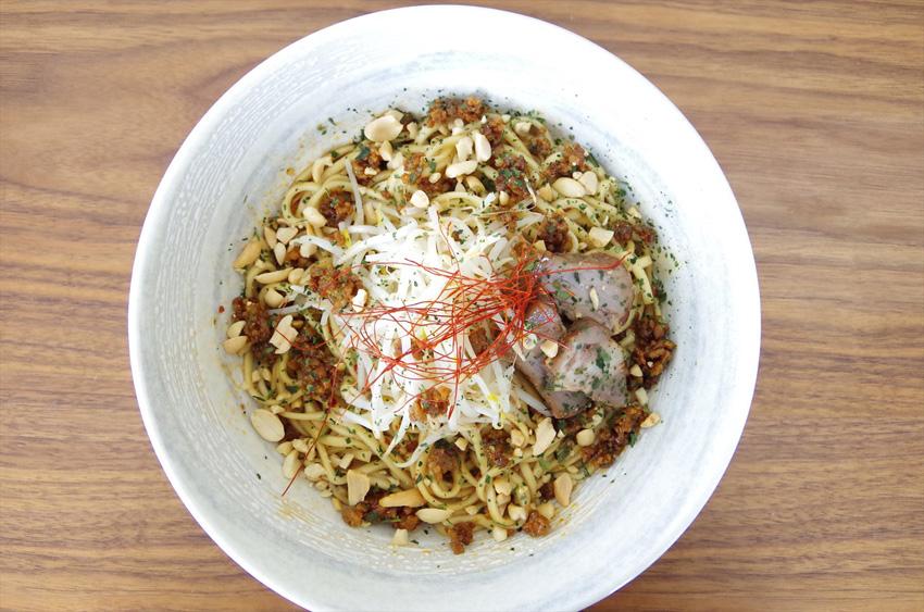 和束町産・碾茶(てんちゃ)をふりかけにトッピング・汁無し担々麺
